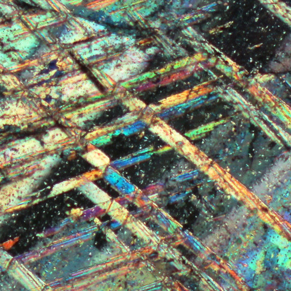 cristalli di calcite al microscopio polarizzatore